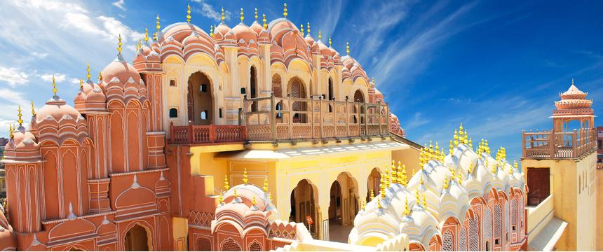 Sun beats down on the colourful Hawa Mahal also knows as the Palace of Winds in Jaipur, Rajasthan